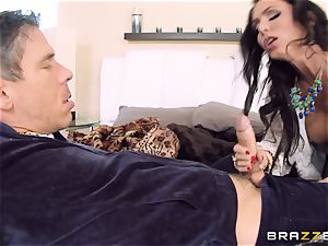 Jessica Jaymes penetrates her fellow in her fresh home