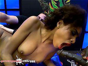 ebony babe Luna Corazon enjoys pearl juice - German Goo ladies