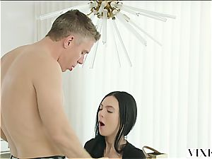 Marley Brinx has an extramarital venture with her boss Mick