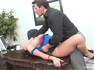 asian sweetie London Keyes gets an office smash