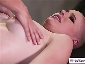 masseuse Giselle Palmer luvs munching Riley Nixons moist labia in the table