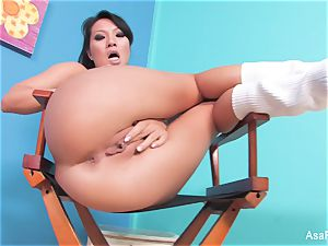 chinese pornstar Asa Akira fngers both her holes