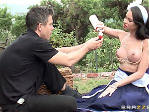 Picnic turns steaming and kinky for Raven Bay
