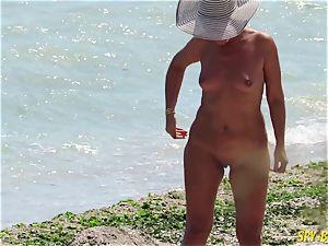 romp On The Beach - unexperienced nudist spycam mummies