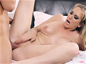 Brett Rossi takes some stiff man sausage sack deep in her cunny