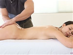 Alaina Kristar romped by her hunky massagist