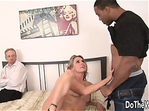 wife Amanda suck stretches for black man sausage