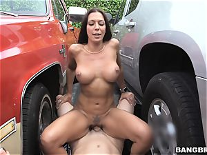 Rachel Starr fucked between two cars