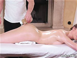 Deep fuckbox massage for a thin honey
