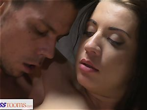 fitness rooms smooth-shaven cooter brunette has deep climax