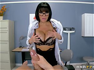 Veronica Avluv makes sure this sizzling patient is totally satiated