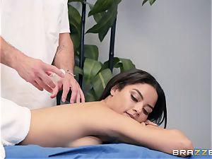 sensuous massage turns into a voluptuous bang