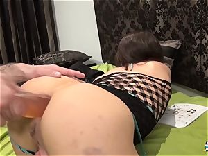 La Cochonne - Mature French fledgling enjoys butt handballing