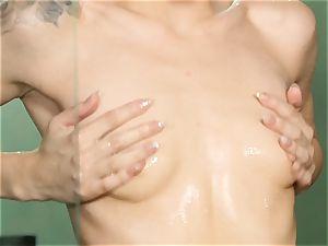 Elsa Jean super-fucking-hot masturbation in the douche