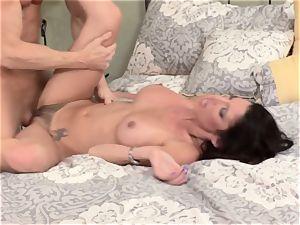 Bad wifey Dava Foxx cheats on her hubby