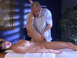 stunner Alektra Blue fills her hatch with her lover's fat spear until she chokes
