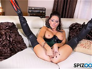 black-haired cutie Jessica Jaymes messes with her stunning minge